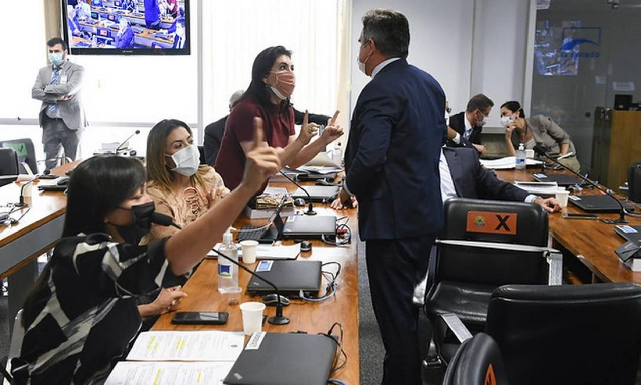 Governistas questionam o direito de a bancada feminina fazer perguntas sem integrar a CPI e geram bate-boca Foto: Jefferson Rudy/Agência Senado - 05/05/2021
