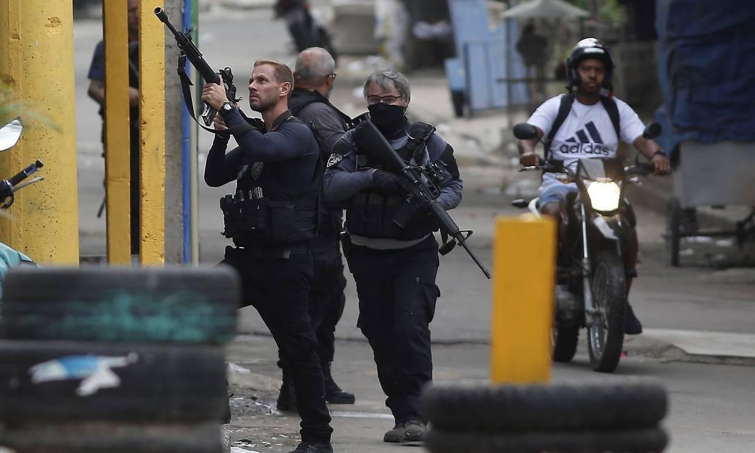 Operação Policial no Jacarezinho tem 27 mortos , entre eles um policial civil Foto: Fabiano Rocha / Agência O Globo