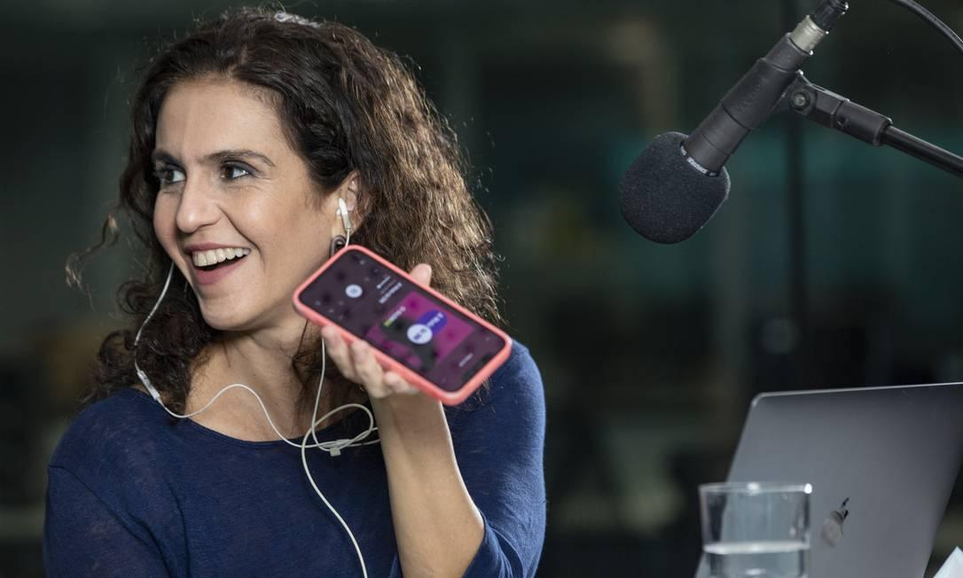 Malu Gaspar grava o podcast no estúdio do GLOBO Foto: Ana Branco / Agência O Globo