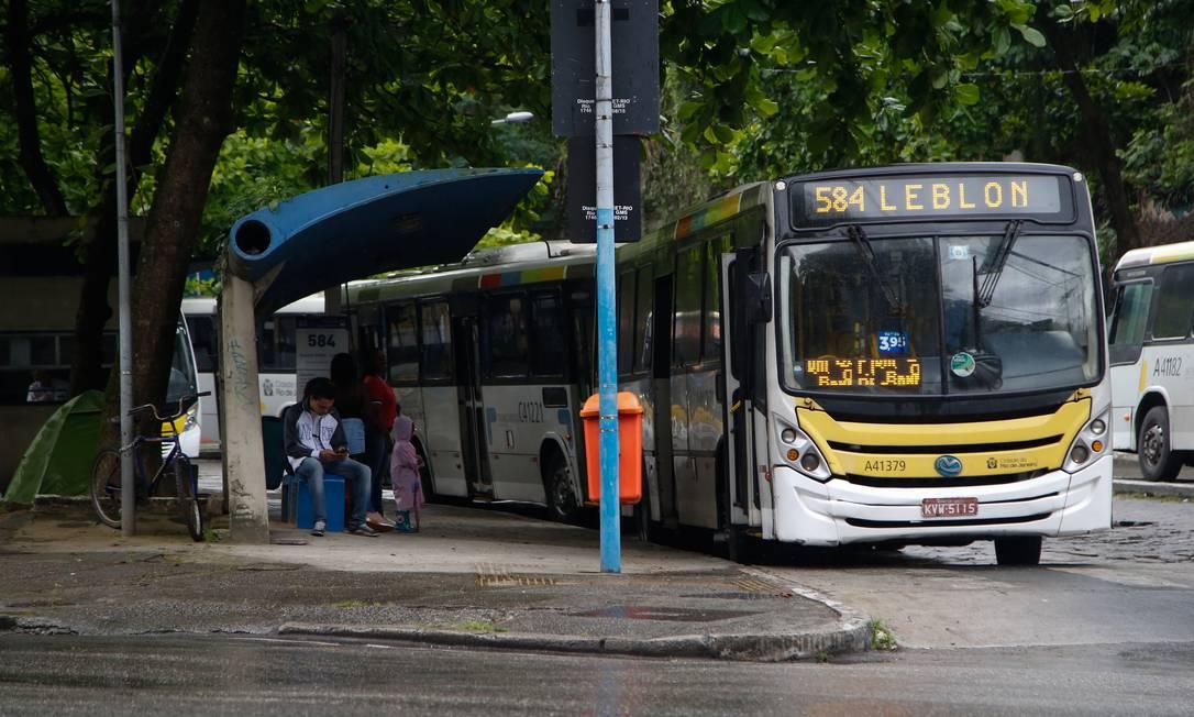 Usuários do 584 (Cosme Velho-Leblon) dizem que a linha sumiu Foto: Emily Almeida/19-11-2018 / Agência O Globo