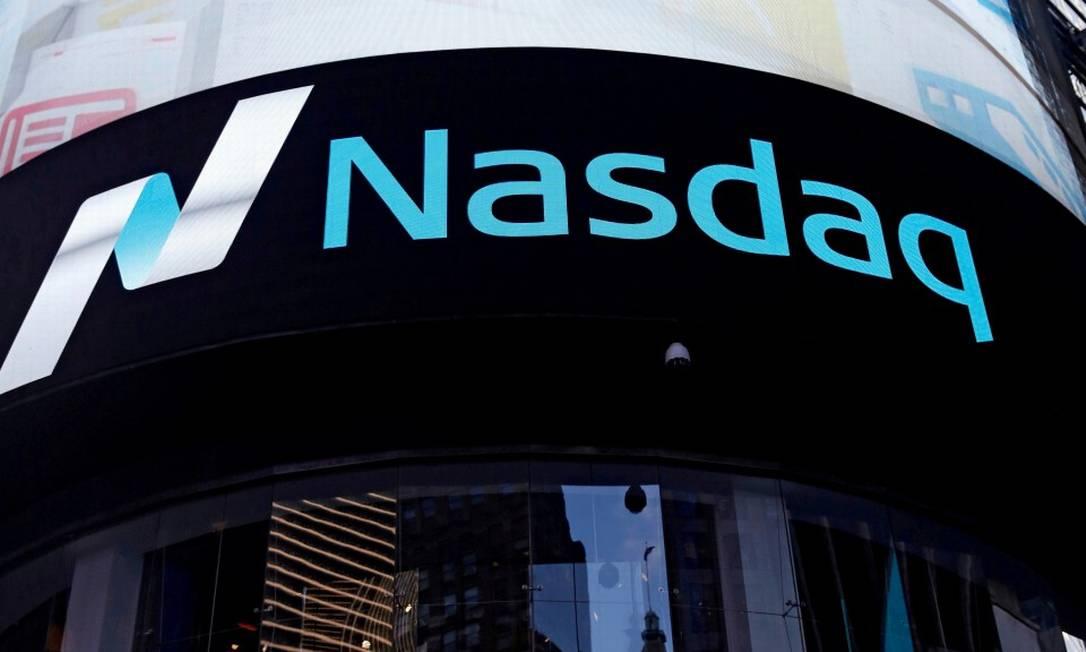 Vista exterior da bolsa de Nasdaq no bairro de Manhattan, em Nova York. Empresas brasileiras miram ofertar ações no exterior. Foto: Shannon Stapleton / REUTERS