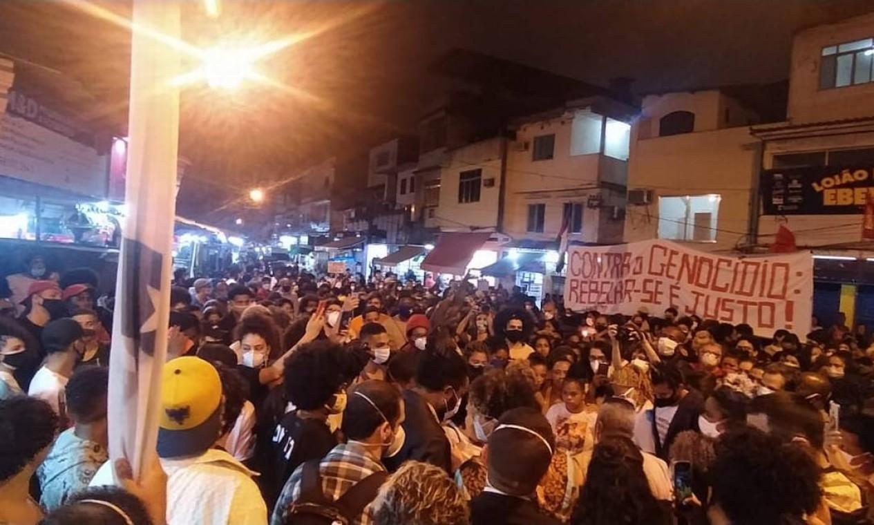 Moradores do Jacarezinho tomaram as ruas da comunidade para protestar pelas mortes ocorridas durante operação da Polícia Civil Foto: Rio de Paz / Divulgação
