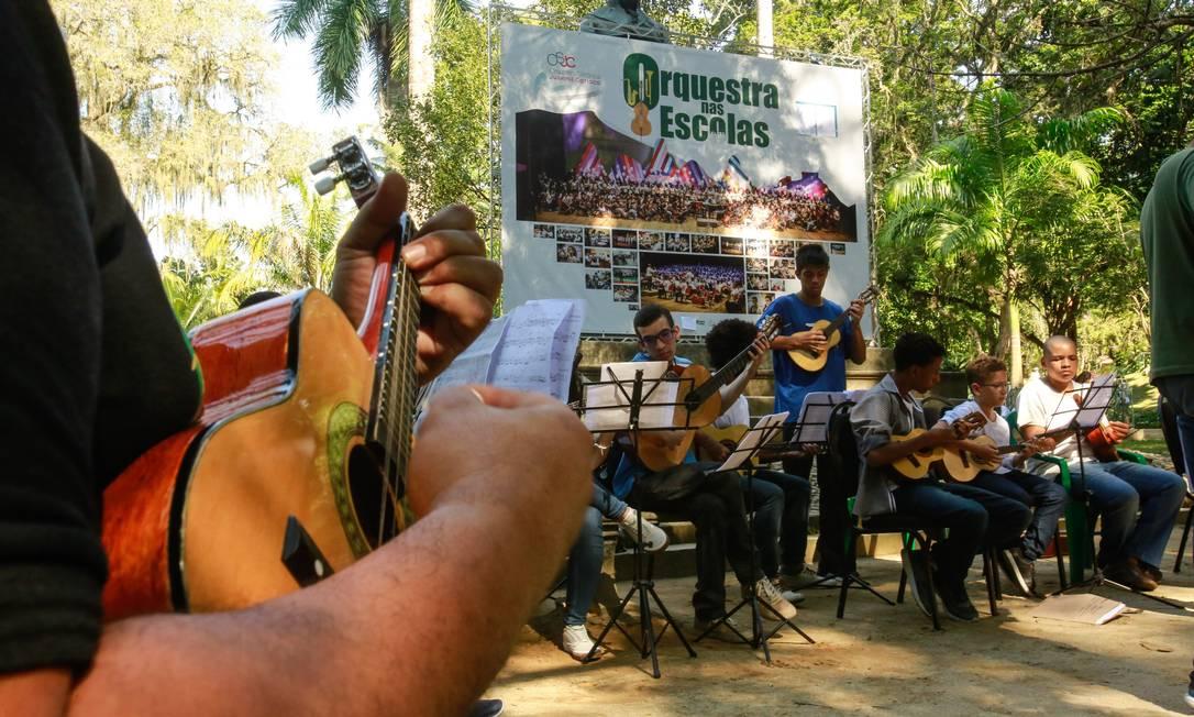 Projeto Orquestra nas Escolas se apresentarando para o público do Jardim Botânico em 2018 Foto: Brenno Carvalho 08-07-2018