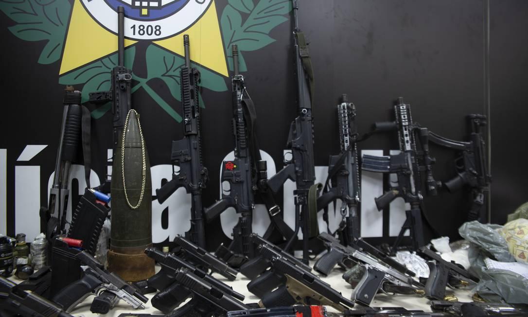 Material apreendido pela Polícia Civil durante a operação no Jacarezinho, na última quinta-feira Foto: Maria Isabel Oliveira