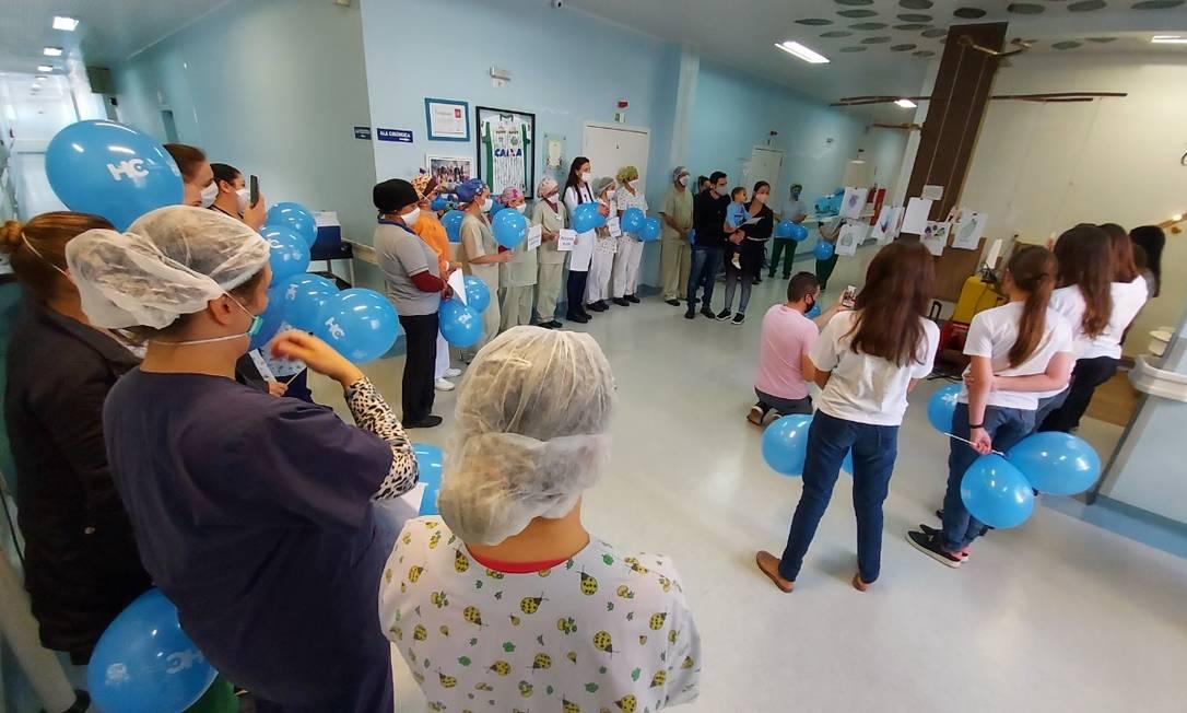 O menino de 1 ano e 8 meses que sobreviveu a um atentado em Saudades (SC) deixa o hospital Foto: Hospital da Criança/ Divulgação