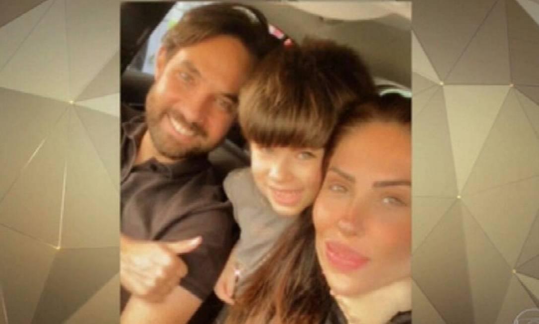 Henry Borel ao lado da mãe, Monique, e do padrasto, Jairinho Foto: TV Globo / Reprodução