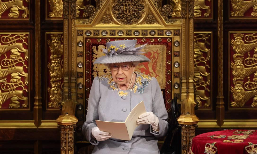 Rainha Elizabeth II lê discurso no trono durante cerimônia em Londres Foto: CHRIS JACKSON / AFP
