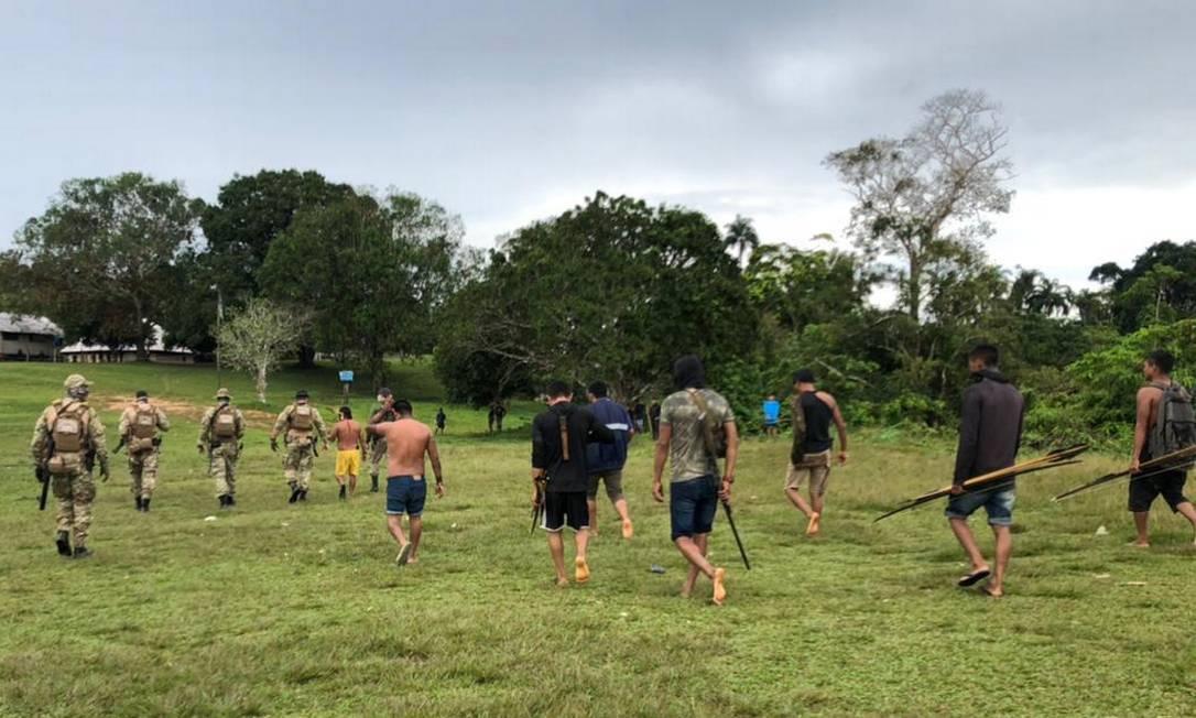 Agentes de segurança em diligência na comunidade Yanomami de Palimiú, em Roraima Foto: Polícia Federal
