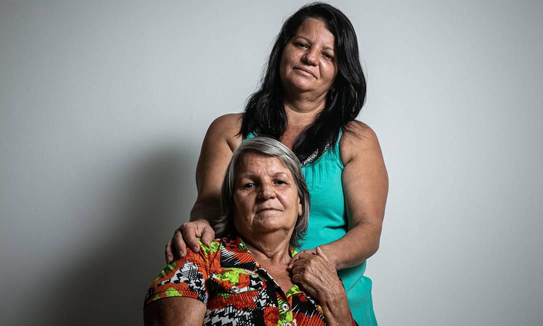 Rosana Rosa Contas do Carmo, de 49 anos, e a mãe, a costureira Vera Lúcia Coutas, de 69 Foto: Hermes de Paula / Agência O Globo