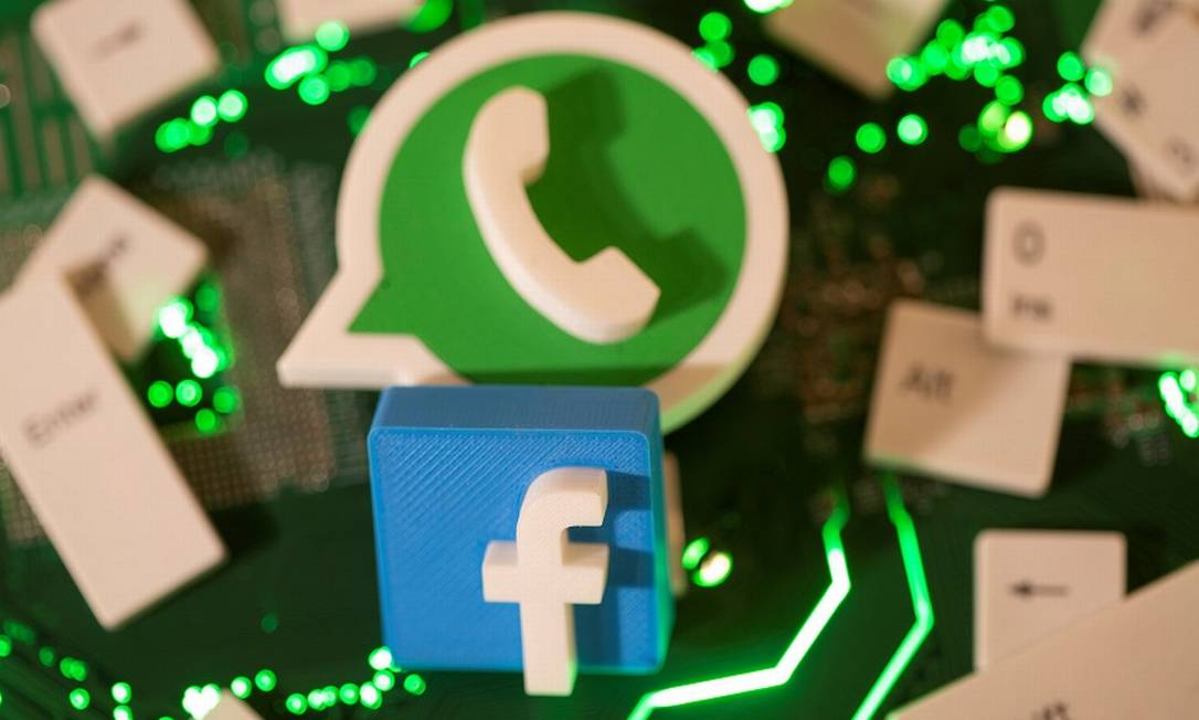 Facebook e WhatsApp vão se concentrar mais nas interações de usuários com empresas em ambos os aplicativos Foto: Dado Ruvic / REUTERS