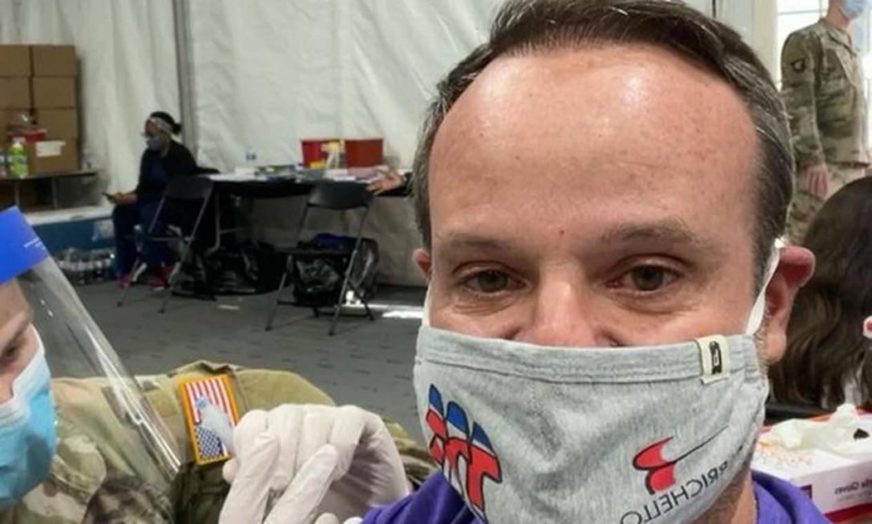 O automobilista Rubens Barrichello, 48, tem casa em Orlando, na Flórida, e foi vacinado lá. Foto: Reprodução do Instagram