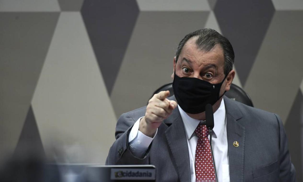 """""""Por favor, não menospreze nossa inteligência, ninguém é imbecil aqui"""", disse o presidente da CPI da Covid, o senador Omar Aziz (PSD-AM) a Fabio Wajngarten, por se esquivar de perguntas Foto: Edilson Rodrigues / Agência O Globo - 12/05/2021"""