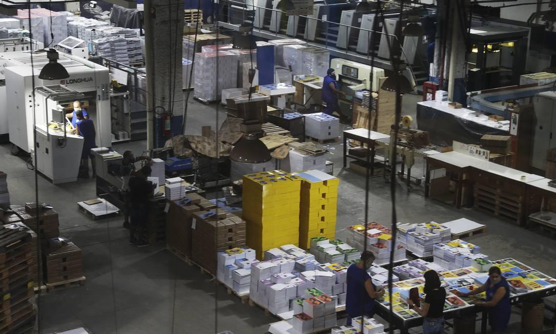 A queda de 2,4% na atividade da indústria em março contribuiu para o resultado negativo do mês Foto: Antonio Scorza / Agência O Globo