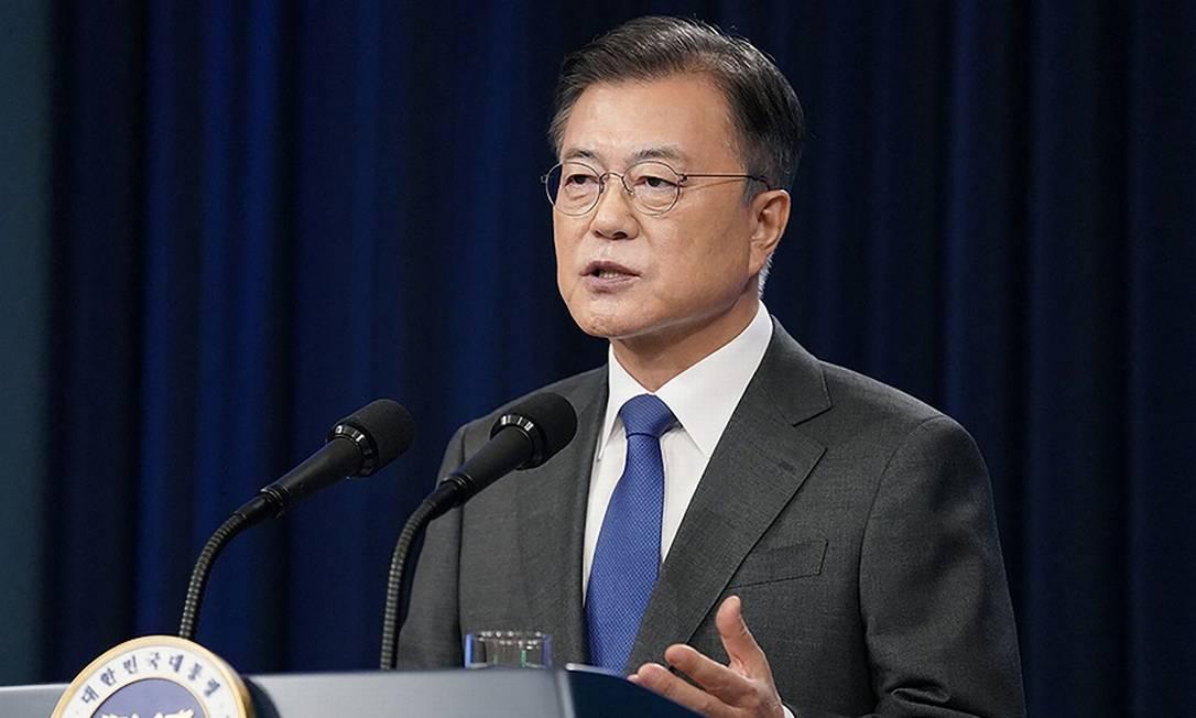 O presidente sul-coreano Moon Jae-in anuncia as medidas para fomentar a produção de chips no país Foto: HANDOUT / AFP
