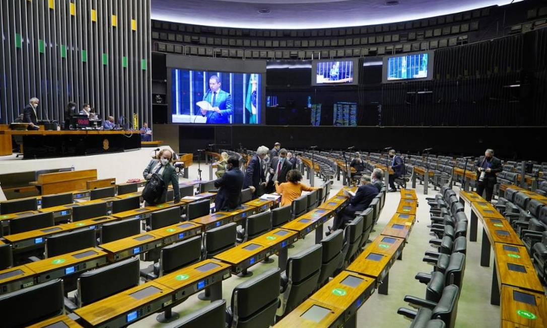 Deputados discutem proposta que altera o licenciamento ambiental Foto: Pablo Valadares/Câmara dos Deputados
