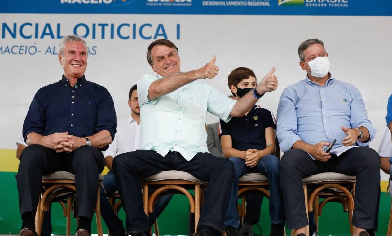 Bolsonaro estava acompanhado de dois adversários locais de Renan Calheiros: o presidente da Câmara, Arthur Lira (PP-AL), e o senador Fernando Collor (Pros-AL) Foto: Alan Santos / PR