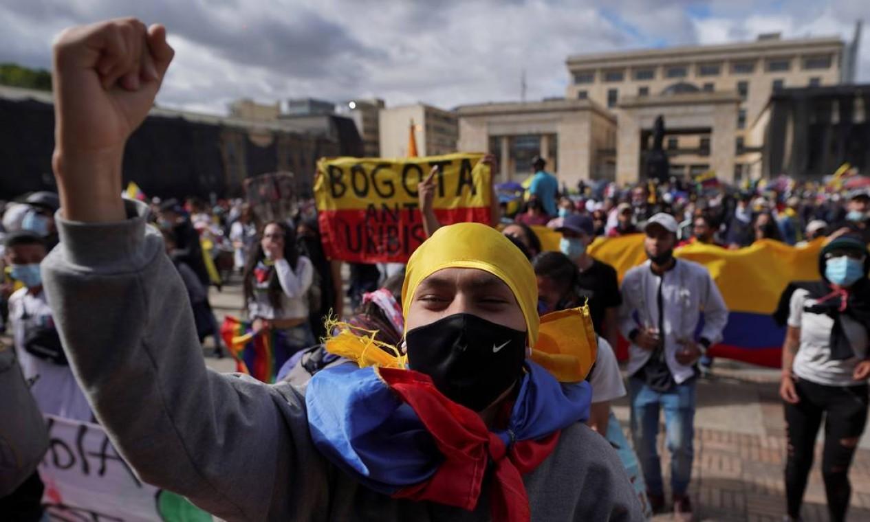 Manifestantes saem às ruas em protestos pelo fim da violência policial e apoio econômico contra crise causada pela Covid-19 Foto: STRINGER / REUTERS - 12/05/2021