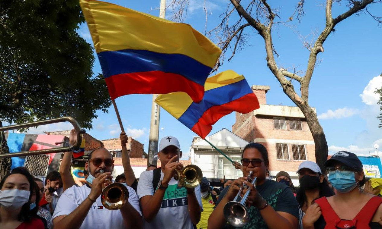 Músicos participam de protestos antigovernamentais, em Cali, Colômbia Foto: STRINGER / REUTERS