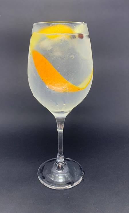 Na Amázzoni Gin do Taste Lab, no NorteShopping, o gim-tônica Águas de Amázzoni (R$ 25) é para quem não abre mão de um drinque clássico. A bebida combina óleos cítricos da tangerina e do limão-siciliano com coentro e zimbro Foto: Divulgação