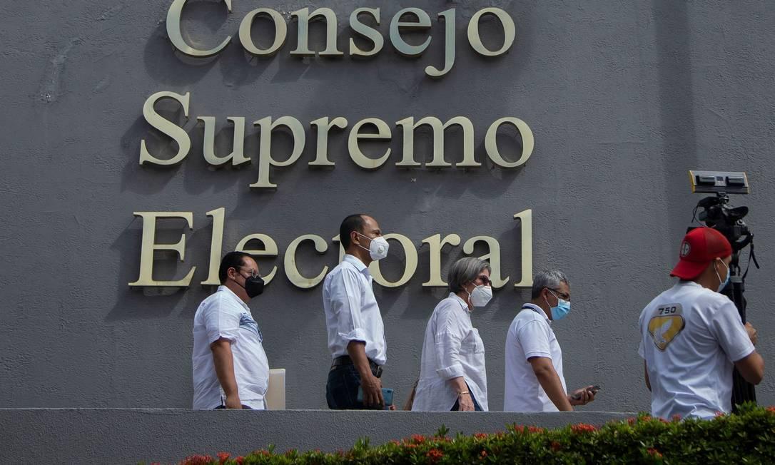 Membros da Aliança Cidadã chegam ao Conselho Eleitoral da Nicaraguá para registrar candidatura Foto: MAYNOR VALENZUELA / AFP