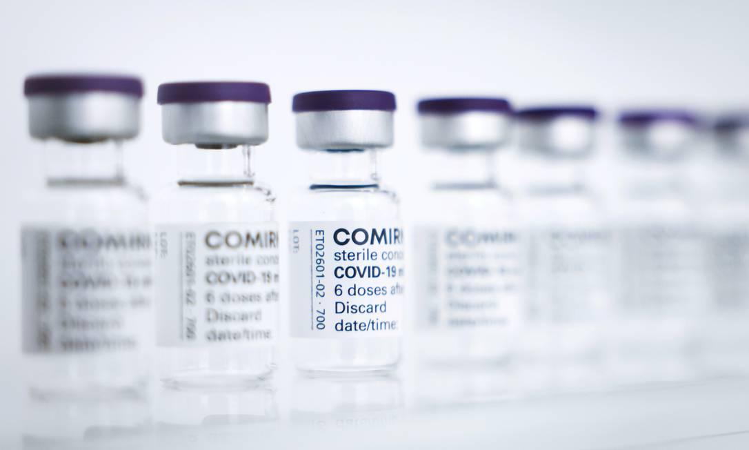 Frascos vazios da vacina Comirnaty da Pfizer / BioNTech Foto: Christian Charisius / Reuters