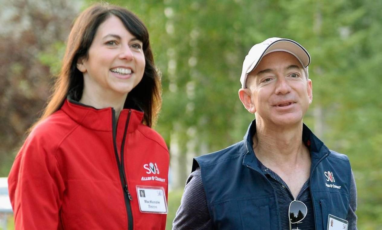 Mackenzie e Bezos dividiram US$ 137 bilhões, o mais caro divórcio de que se tem notícia Foto: KEVORK DJANSEZIAN / AFP