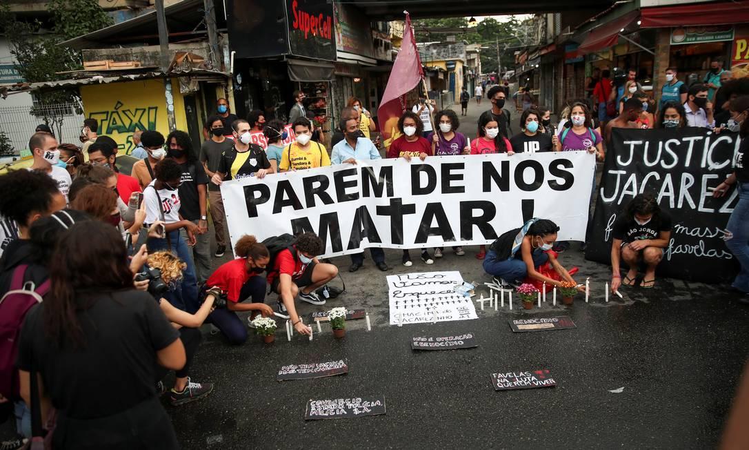 Pessoas protestam contra mortes na Favela do Jacarezinho Foto: Ricardo Moraes / Reuters