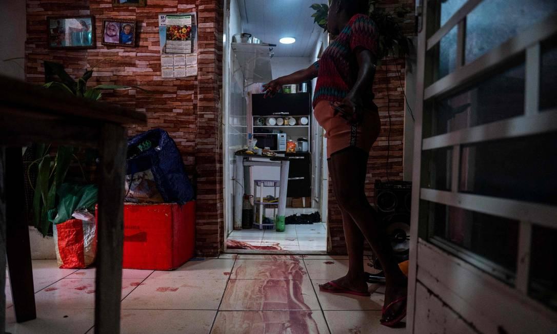 Durante operação no Jacarezinho, 28 pessoas morreram, entre elas, um inspetor da polícia. Casas na comunidade ficaram com marcas de sangue Foto: MAURO PIMENTEL / AFP