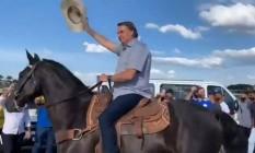 Bolsonaro desfila a cavalo em ato na Esplanada dos Ministérios Foto: Reprodução / Twitter