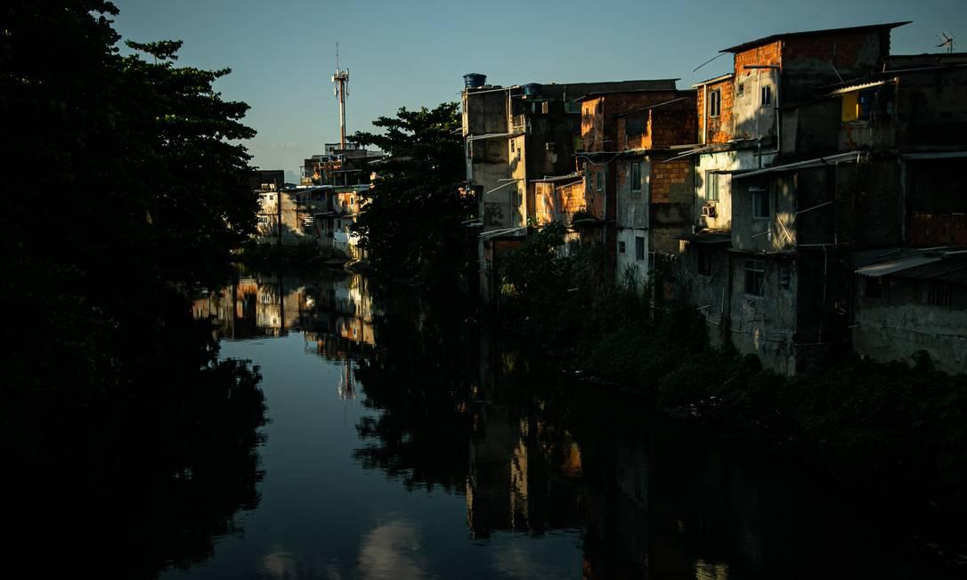 Área sem saneamento na Rua da Beira Rio, Pavuna Foto: Hermes de Paula / Agência O Globo