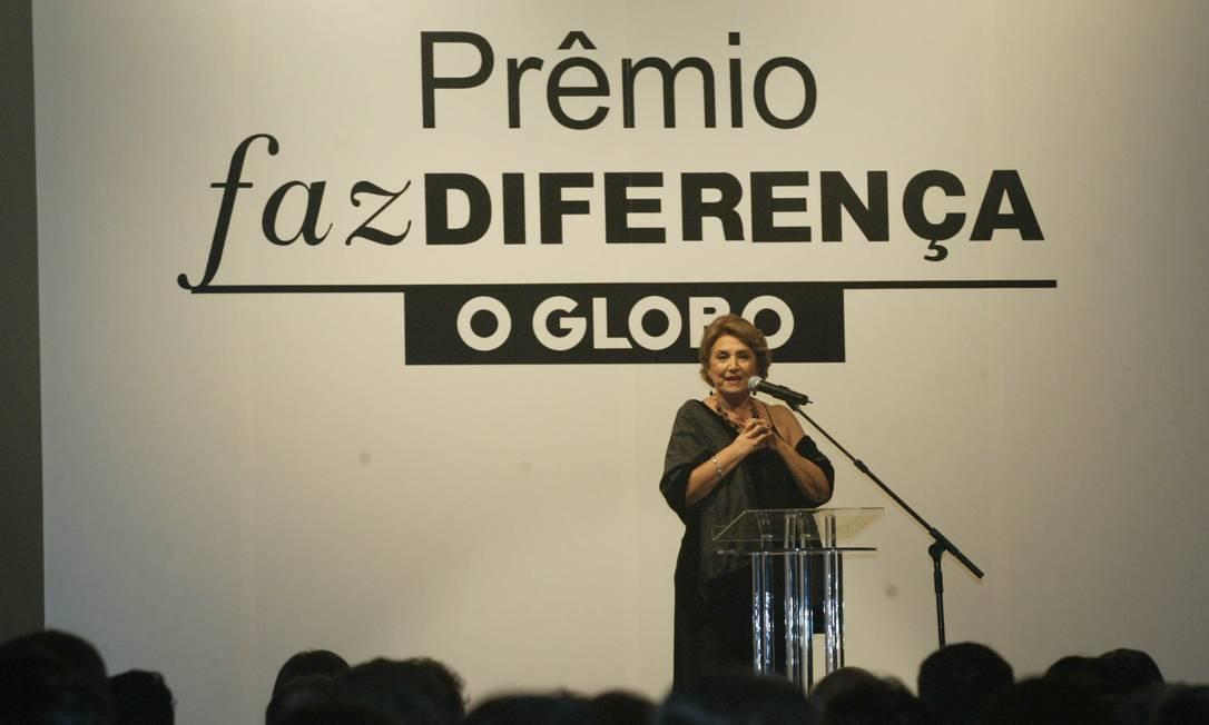 Eva Wilma discursa ao receber o prêmio Faz Diferença de Teatro, do jornal O GLOBO, em cerimônia realizada, no Copacabana Palace, em 2005 Foto: Sérgio Borges / Agência O Globo - 02/03/2005