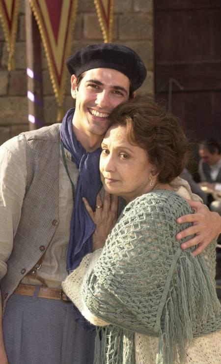 Reynaldo Giannechini com sua mãe na ficção, Rosa (Eva Wilma), na trama de Esperança, em 2002 Foto: João Miguel Júnior