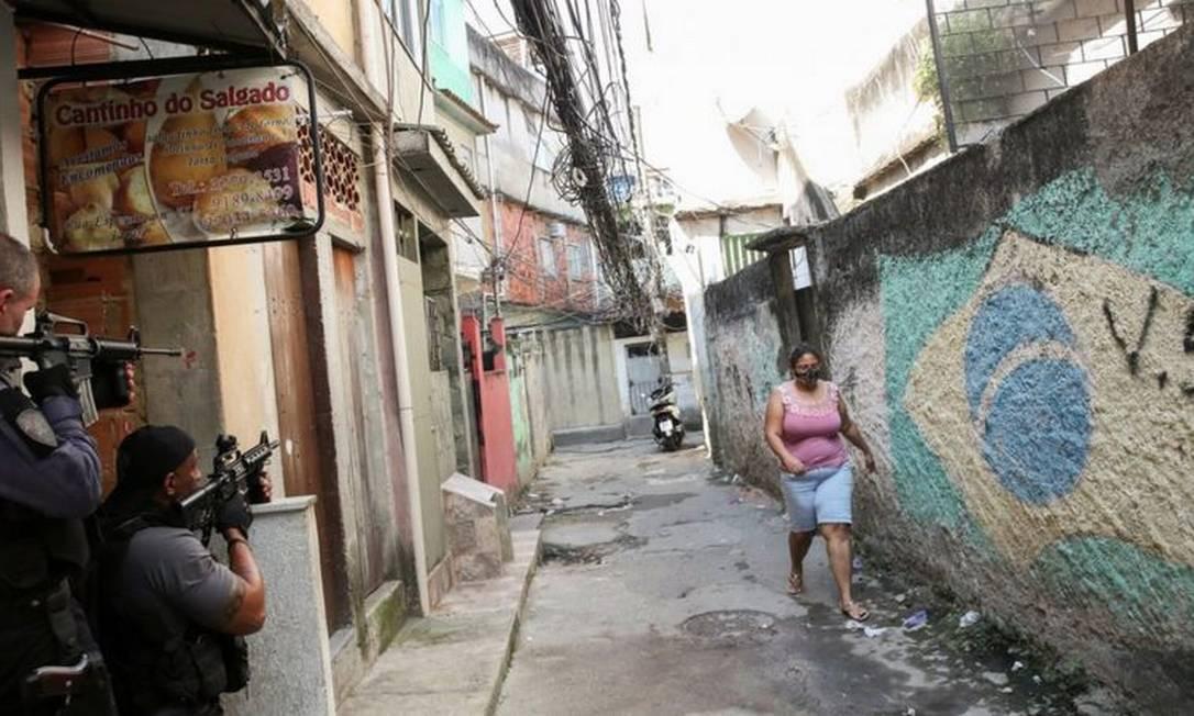 Policiais no dia da operação que deixou 28 mortos no Jacarezinho Foto: Reuters