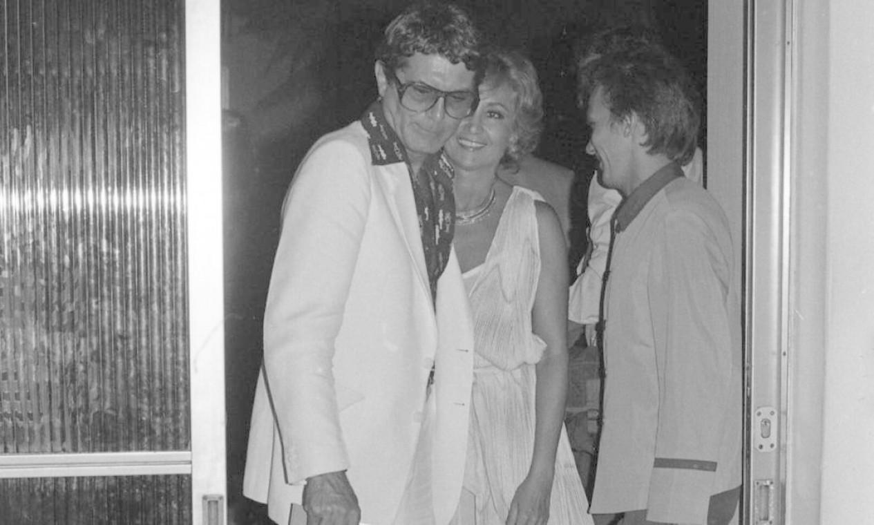 Carlos Zara e Eva Wilma, em 1981, na chegada do jantar de apresentação da programação anual da TV Globo, no Copacabana Palace Foto: Alcyr Cavalcante / Agência O Globo / O GLOBO