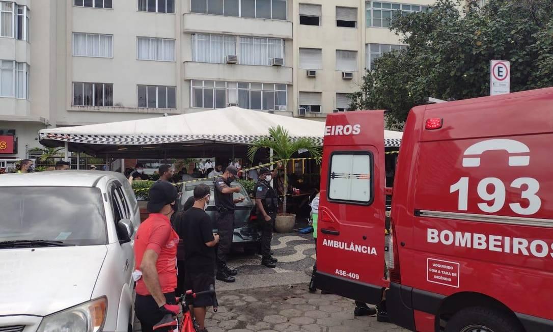 Carro invade varanda de restaurante e deixa pelo menos três feridos em Copacabana Foto: Reprodução
