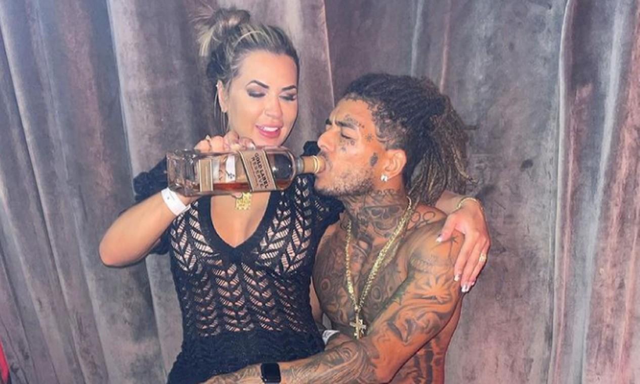 MC Kevin e a mulher, Deolane, em Cancún, no México Foto: Reprodução / Instagram