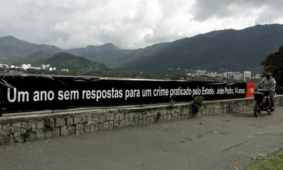 Um ano da morte de João Pedro, de 14 anos, é lembrado em protesto da ONG Rio de Paz, na Lagoa Foto: Gabriel de Paiva / Agência O Globo