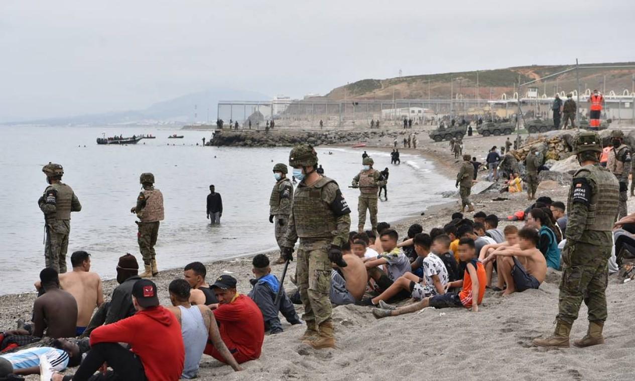 Cerca de um quinto dos cinco mil imigrantes que chegaram no enclave espanhol de Ceuta são menores de idade Foto: ANTONIO SEMPERE / AFP