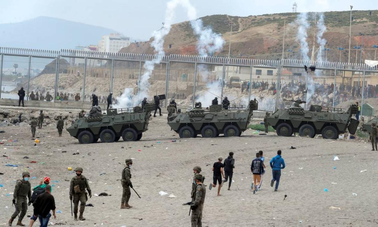 Ministério do Interior anunciou o envio de 200 agentes da guarda civil e da polícia nacional para reforçar não apenas as áreas fronteiriças Foto: JON NAZCA / REUTERS