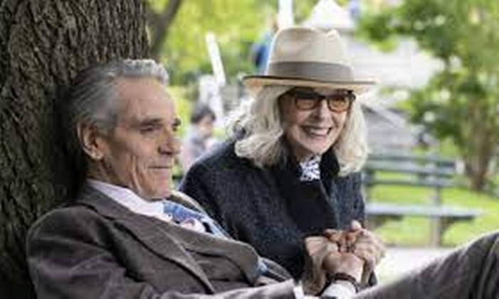 Jeremy Irons e Diane Keaton em 'Amor, casamento e outros desastres' Foto: Divulgação