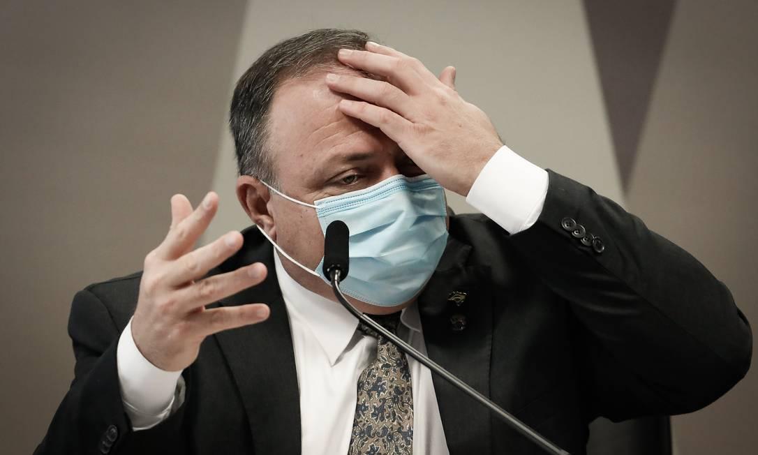 Pressionado por senadores a responder pela falta de oxigênio em Manaus, em janeiro, o ex-ministro da Saúde Pazuello disse que responsabilidade era do governo estadual e da empresa fornecedora Foto: Pablo Jacob / Agência O Globo - 20/05/2021