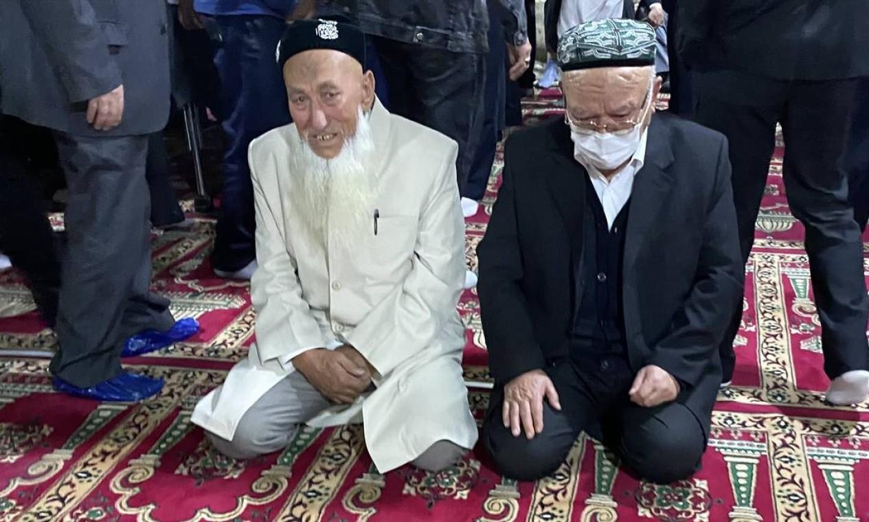Fiéis na mesquita de Yanghang, em Urumqi, no último dia do Ramadã. China passou a rebater com cada vez mais empenho a acusação de crimes contra a Humanidade em Xinjiang Foto: Marcelo Ninio / Agência O Globo
