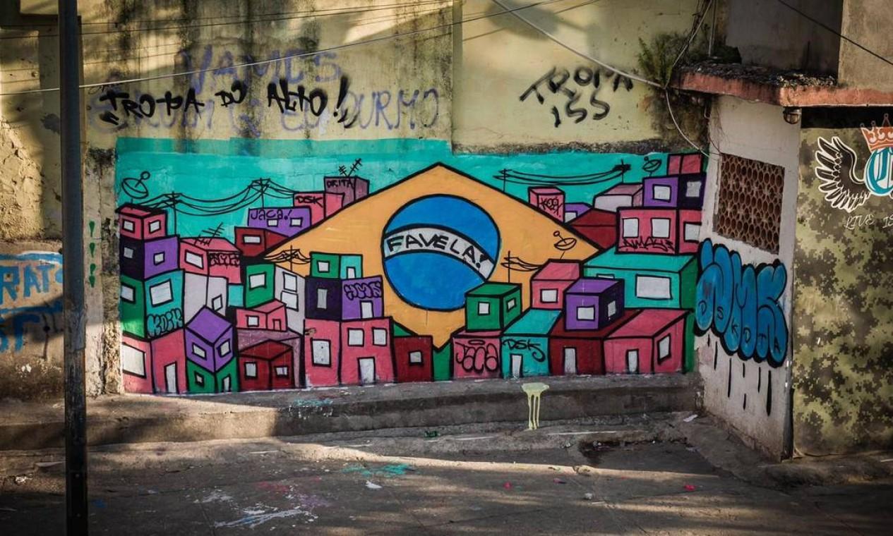 Mural pintado no Jacarezinho após mortes em operação policial Foto: Lenon Felício / LabJaca