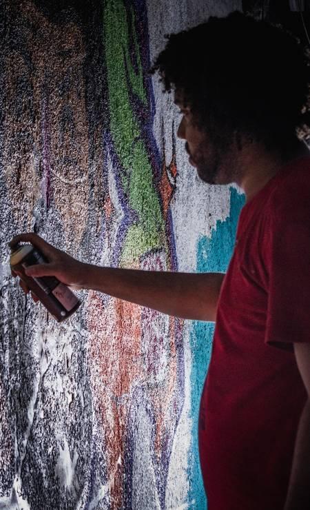 Participaram da iniciativa 30 grafiteiros de diversos estados, como São Paulo, Minas Gerais e Piauí. E também artistas do próprio Jacarezinho Foto: Lenon Felício / LabJaca