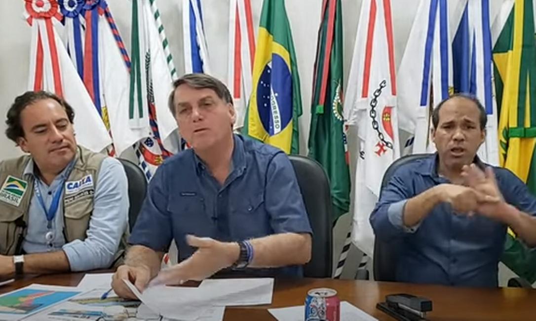 Jair Bolsonaro em live do dia 20 de maio de 2021 Foto: YouTube / Reprodução