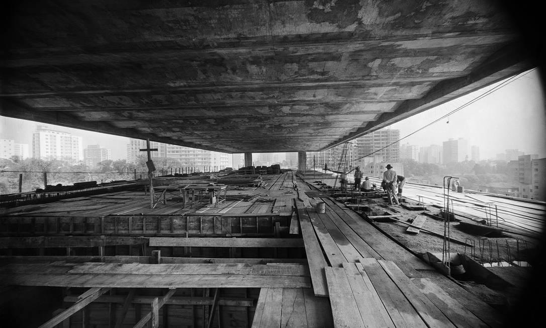 """Construção do Masp, em São Paulo, em uma das fotos da mostra """"Arquivo Peter Scheier"""", que o IMS abre neste sábado (22). Foto: Divulgação"""