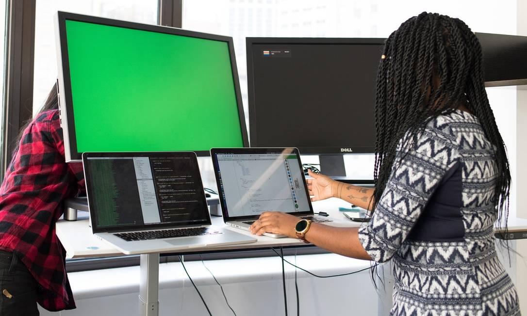 Mulheres negras enfrentam desafios principalmente no setor de tecnologia Foto: Nappy