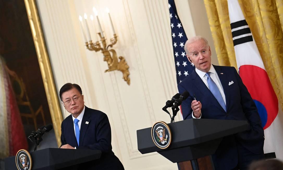Presidente da Coreia do Sul, Moon Jae-in, e o dos Estados Unidos, Joe Biden, na Casa Branca, em Washington Foto: BRENDAN SMIALOWSKI / AFP