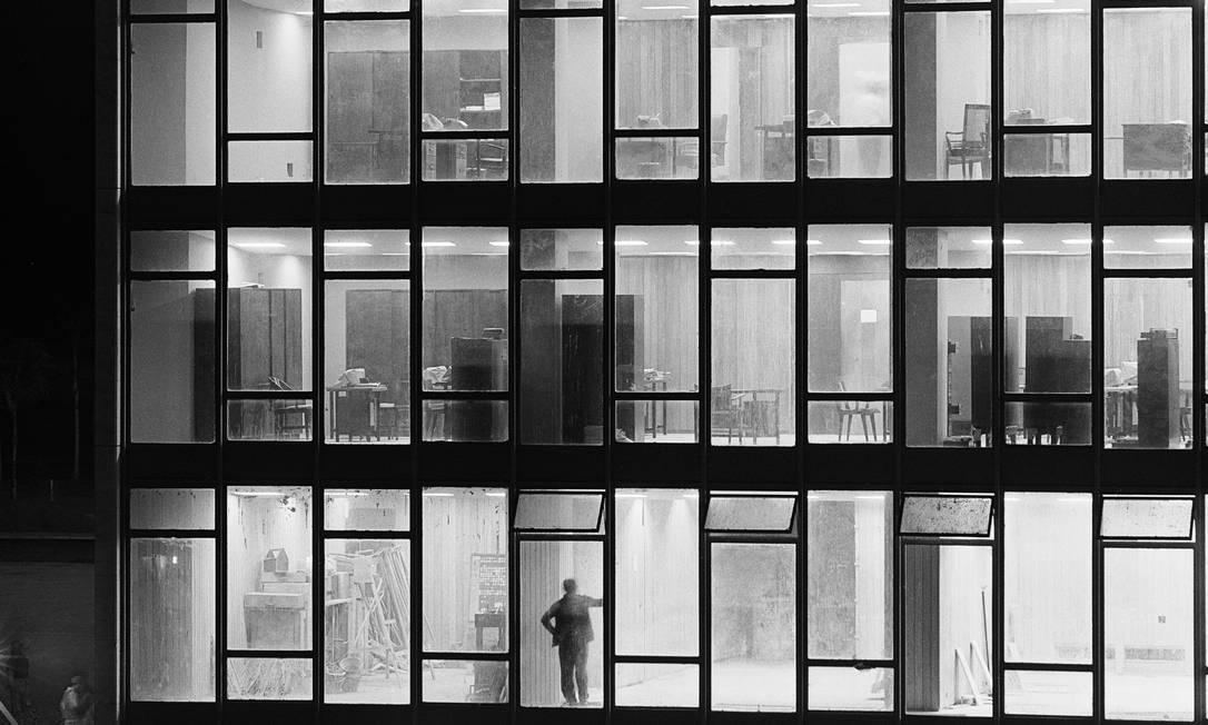 Torre administrativa do Congresso Nacional, 1960. Foto: Peter Scheier / Acervo Instituto Moreira Salles