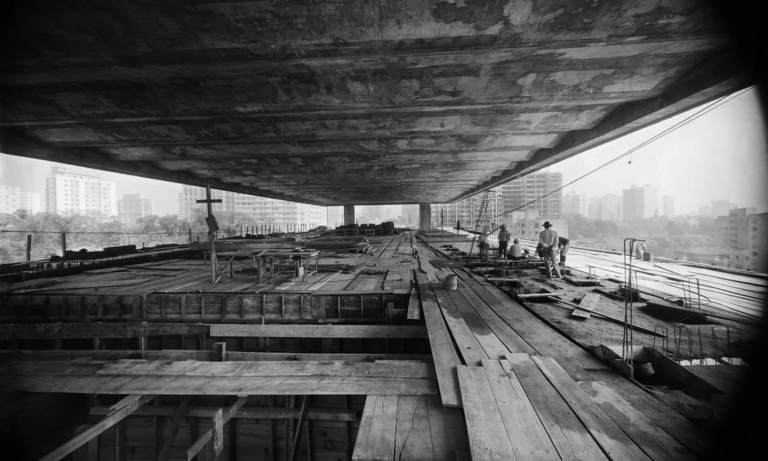 Museu de Arte de São Paulo em construção, 1966. Foto: Peter Scheier / Acervo Instituto Moreira Salles
